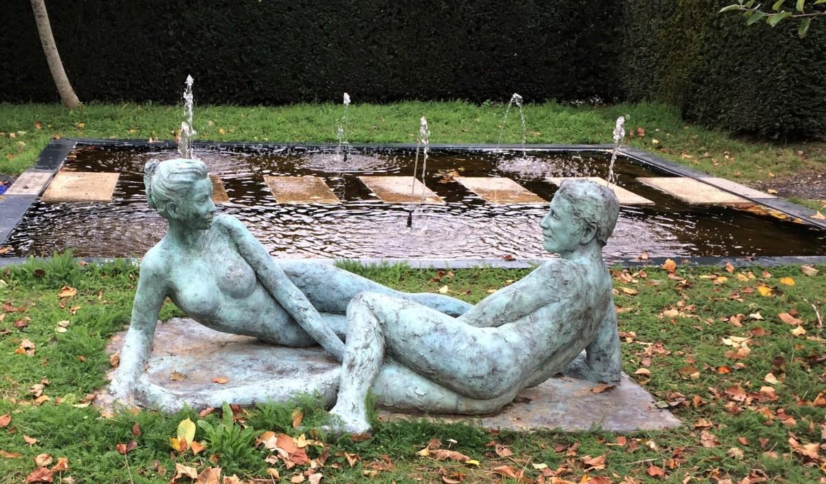 carnet de visite artistique par The Concept Book - Statue dans le parc du CAC